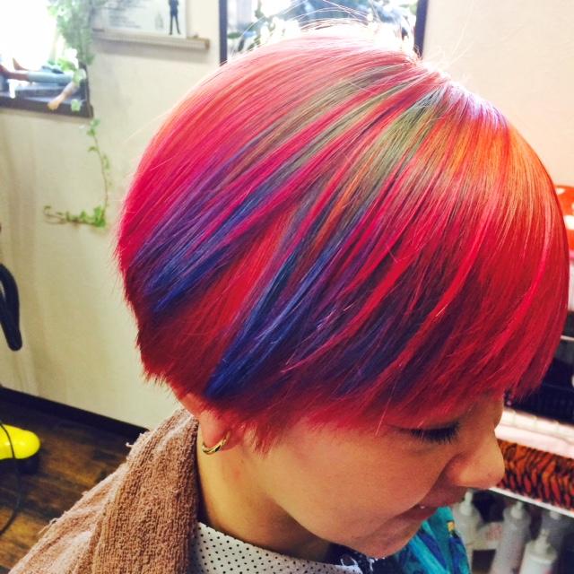 派手髪 個性派カラー
